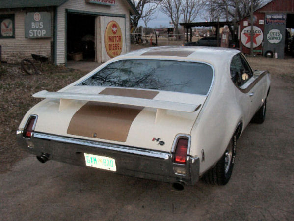 1969-hurst-olds-rear-165 (86K)